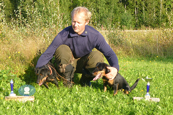 Anders med Astrix og Tøffy. To ferske finske championer.