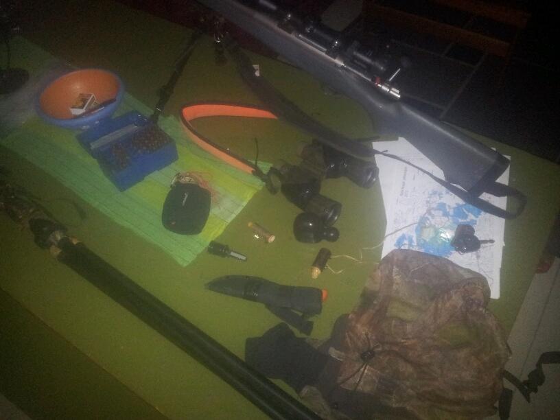 Alt utstyret ligger klart på bordet kl. 03.30 første morgenen.