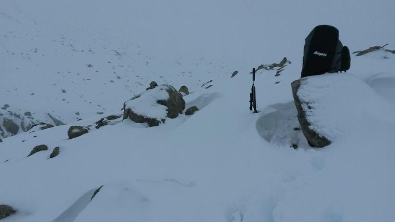 45kg sekk i knedjup snø med steinrøys under gir ikke akkurat voldsom fremdrift.